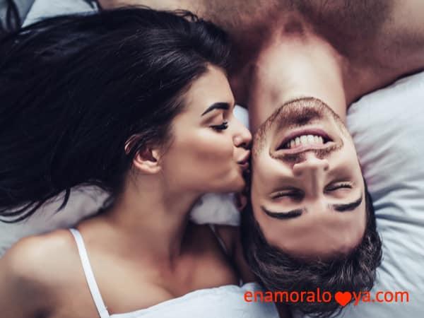 Cómo enamorar a un hombre en la cama